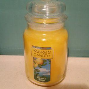 NWT Yankee large candle Sicilian Lemon